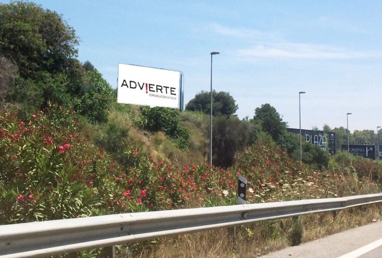 Su publicidad exterior en Marbella.